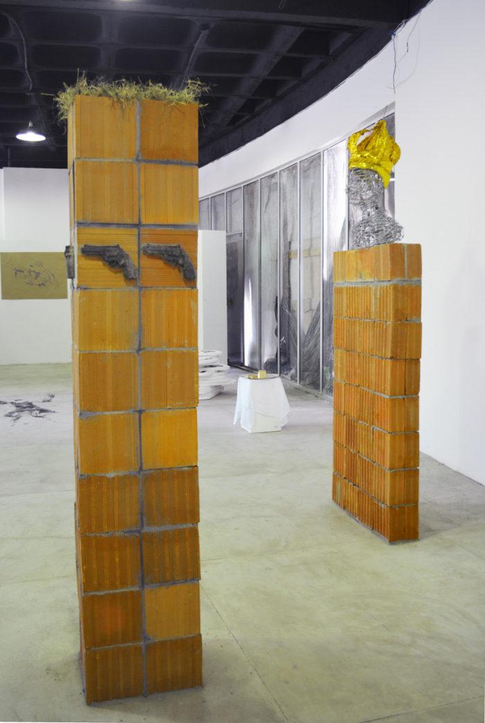 Bianka Mieskes, repeat?, 2017, Gips, Mauer, Gras, 205 cm x 39 cm x 37,5 cm