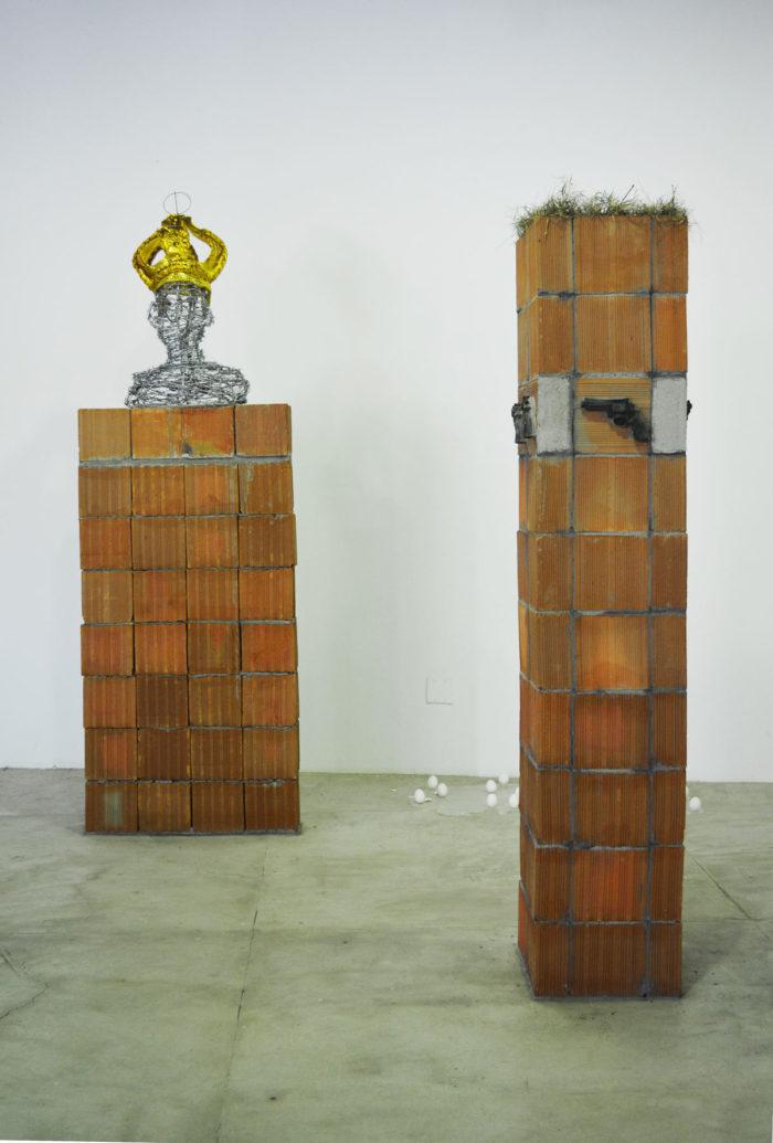Bianka Mieskes, links: protecao ou prisao (Schutz oder Gefängnis) rechts: repeat? (Wiederhohlen?), 2017